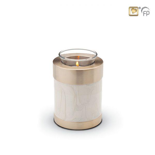 Mosazná miniurna – svícen 1